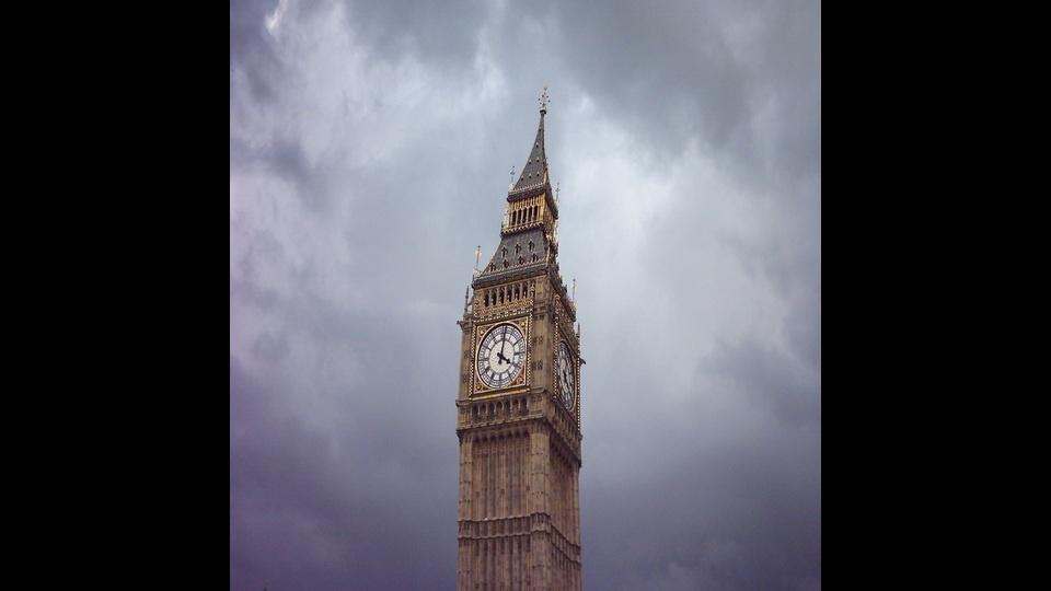 Leaning Big Ben of Londonby Baz Artist