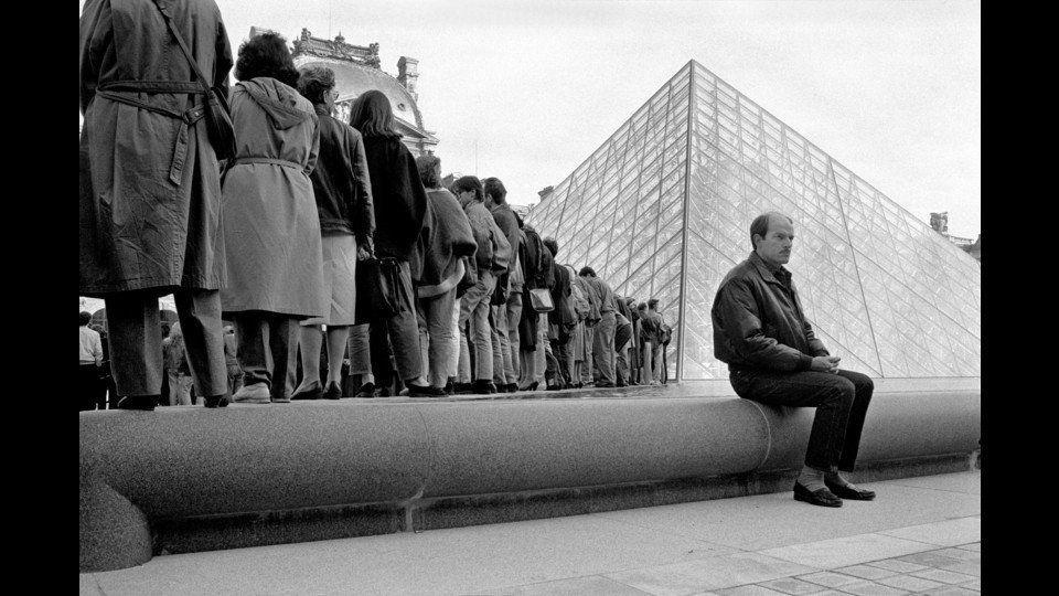 France, Paris, 1988, Pyramide du Louvreby Richard Kalvar